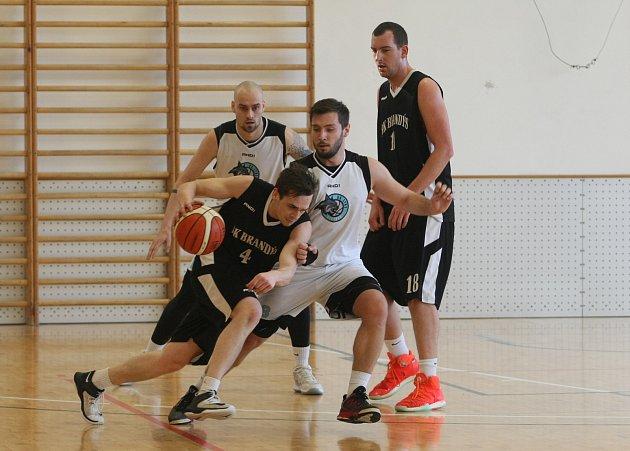 Liberečtí basketbalisté jsou v bílých dresech.