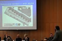 Veřejná debata o nové podobě Sokolovského náměstí přišla podle některých kritiků pozdě.