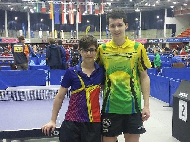 Stolní tenisté SKST Liberec startovali na Austrian Open 2018. Blinka je v zeleném dresu, Rosu v modro-fialovém a Monika Pařízková