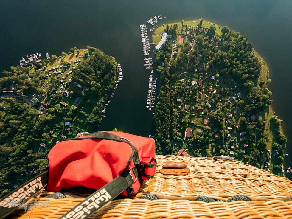 Společnost Hoši v koši z Frýdlantu, která provozuje létání horkovzdušnými balóny v Libereckém kraji.