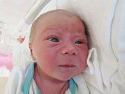 JAKUB JÍLEK Narodil se 1. srpna v liberecké porodnici mamince Pavlíně Jílkové z Hrádku nad Nisou. Vážil 3,18 kg a měřil 51 cm.