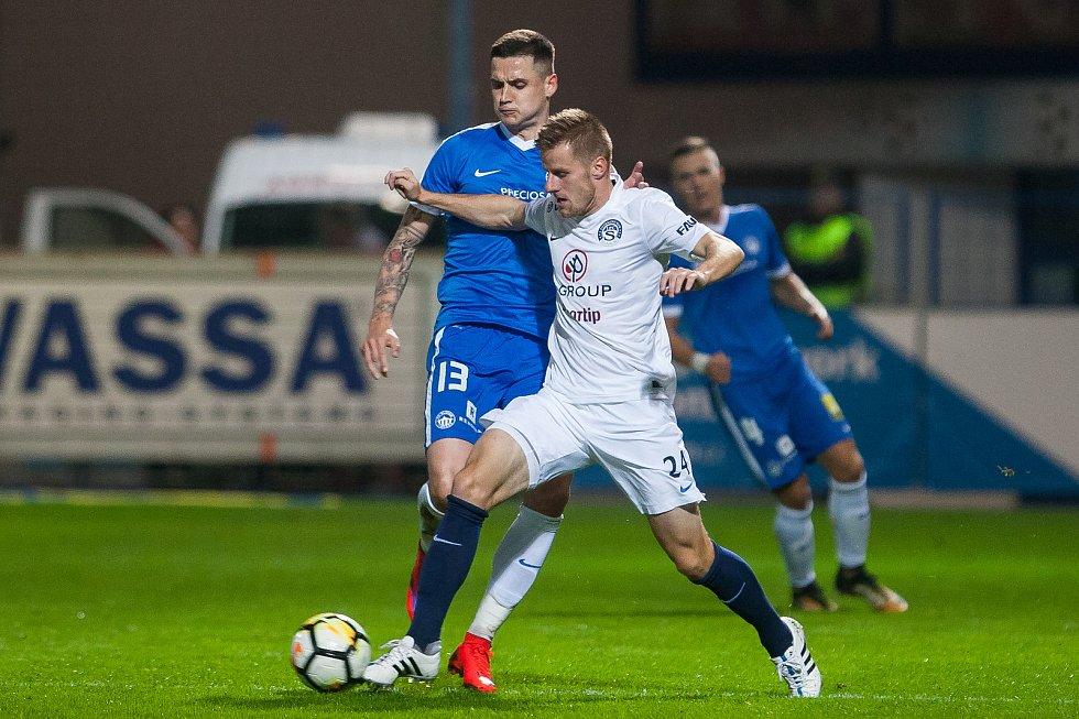 Zápas 8. kola první fotbalové ligy mezi týmy FC Slovan Liberec a 1. FC Slovácko se odehrál 25. září na stadionu U Nisy v Liberci. Na snímku zleva Roman Potočný a Jan Juroška.