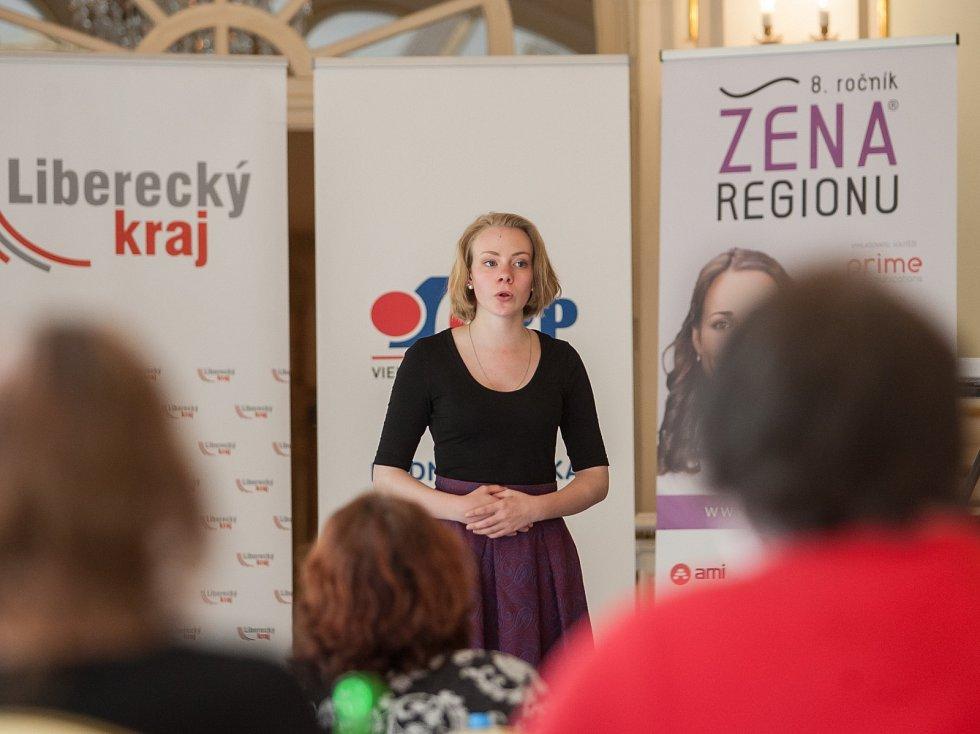 Vyhlášení osmého ročníku celonárodní soutěže Žena regionu proběhlo za Liberecký kraj 17. května v Kavárně Pošta v Liberci. Na snímku pěvecký doprovodný program.