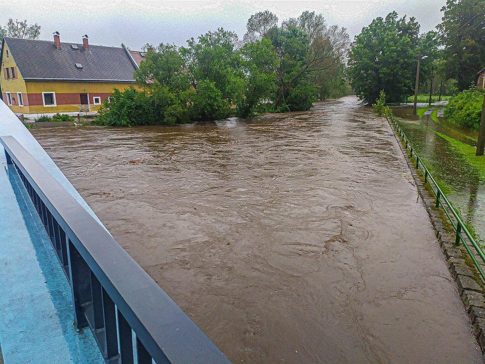 Lukáš Vobecký se vydal na Frýdlantsko, aby zachytil řádění velké vody.