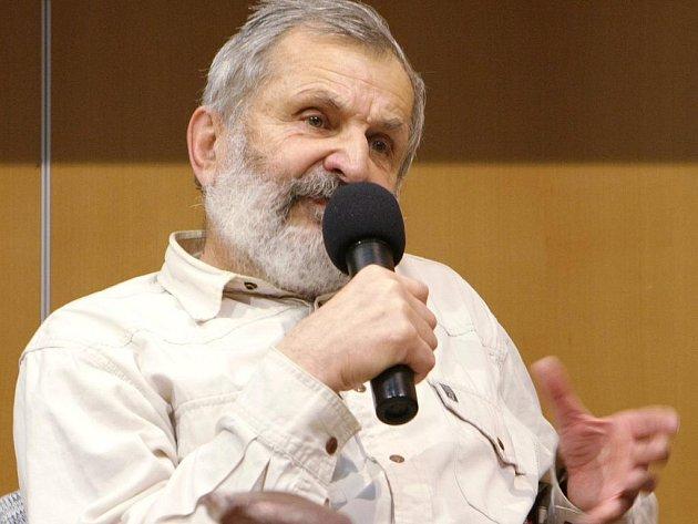 """MILOSLAV NEVRLÝ. Na čelní místo se mezi zdejší autory řadí právě tento muž, autor """"bible"""" Jizerských hor ."""