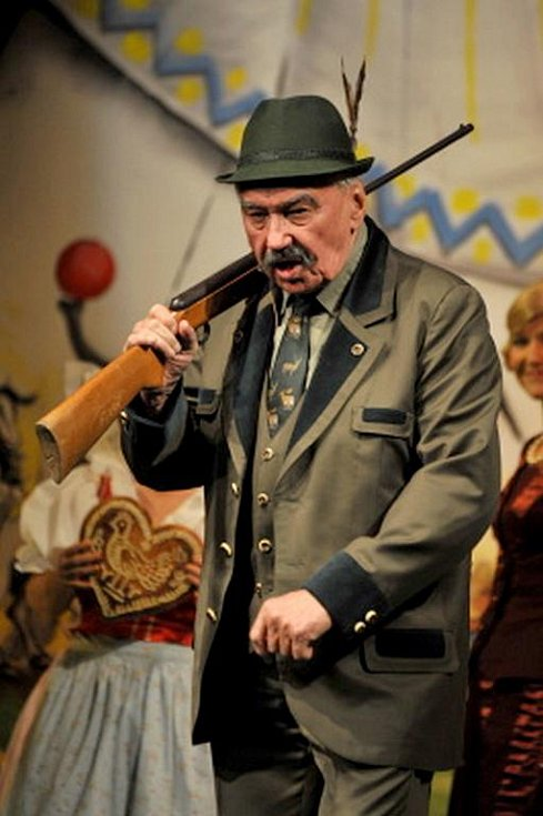 JOSEF ZÍMA v představení Na tý louce zelený.
