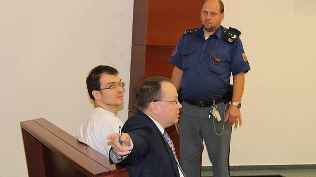 Lotyš Ansis Ataols Berziňš u krajského soudu v Liberci, který potvrdil jeho vydání do vlasti.