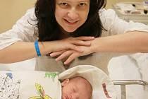 JAKUB ALT se stal miminkem měsíce prosince s celkovým počtem hlasů 474. Narodil se mamince Ivaně Hujerové z Liberce dne 30. listopadu v liberecké porodnici. Měřil 52 cm a vážil 3,46 kg. Rodiče si mohou výhru vyzvednout v redakci na adrese Liliová 473/5 Li