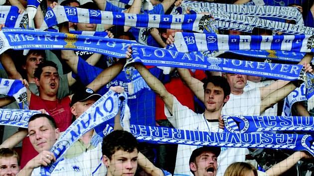 2002, 2006, ??? Dočkají se dnes fanoušci Slovanu třetího libereckého titulu? Slovan má o bod méně než první Sparta, která přivítá doma Most. Slovan hraje v Mladé Boleslavi.
