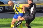 Višňová porazila Rovensko 4:2. Višňová je ve žlutomodrých dresech.