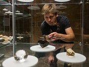 Výstava sbírky broušených kamenů, Největší české drahokamy - akvizice století, začala 24. října v Muzeu Českého ráje v Turnově. Expozice bude v muzeu k vidění až do 3. prosince. Na snímku je mineralog a geolog Jan Bubal.