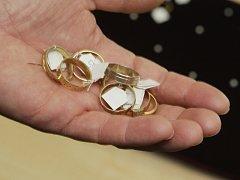 ZLATÉ PRSTENY? Za ochotu vám podvodníci většinou nabídnou rádoby zlaté šperky
