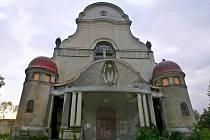 KOSTEL SV. MÁŘÍ MAGDALENY v Liberci je smutnou ukázkou osudu výjimečné stavby. Současný majitel, společnost Iberius, zde chce vybudovat kongresové centrum.