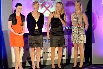 CRAZY GIRLS BYLY TŘETÍ V ANKETĚ. Zleva stojí při anketě Nejúspěšnější sportovec Liberecka 2014 Anna Kultová, Oldřiška Kroftová, Markéta Kosová, Alena Vokatá.