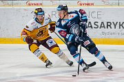 Dohrávka zápasu 11. kola Tipsport extraligy ledního hokeje se odehrála 26. února v liberecké Home Credit areně. Utkaly se celky Bílí Tygři Liberec a HC Dukla Jihlava. Na snímku vpravo Lukáš Jašek.