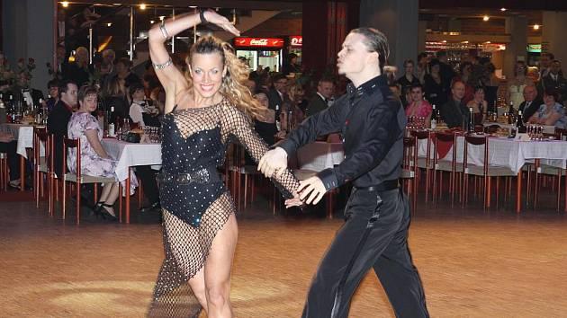 Předtančení II - ukázka standardních a latinsko-amerických tanců prosefionálních tanečníků