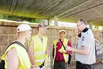 KONTROLY CIZINCŮ probíhaly o víkendu po celém Libereckém kraji, policisté zkontrolovali stavby a provozovny, ale také Desenskou pouť. Při kontrole odhalili jedenáct cizinců bez dokladů.