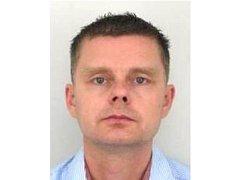 HLEDANÝ JIŘÍ FIALA se narodil 12. prosince 1972. Trvalé bydliště má v Jihlavě. Policisté ho hledají v rámci celostátního pátraní od 4. září 2013. Okresní soud v Semilech vydal příkaz k zatčení odsouzeného pro trestný čin podvodu.