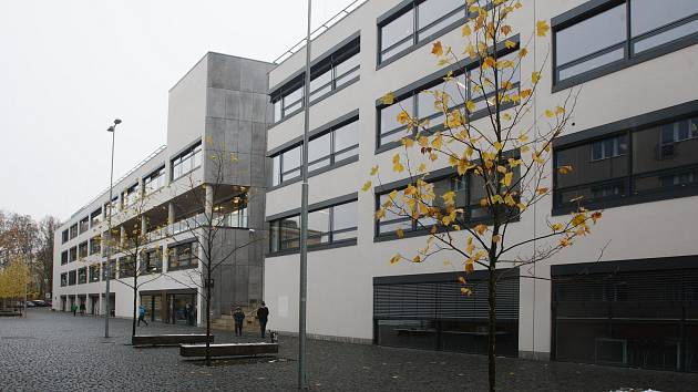 Budova G Technické univerzity v Liberci.