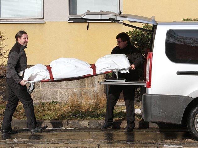 Tragicky skončil pád osmdesátileté ženy, která 3. února 2014 vypadla z druhého patra budovy Krajské nemocnice Liberec - Infekčního oddělení. Zda za jejím pádem byla sebevražda vyšetřuje policie.