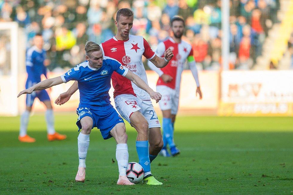 Zápas 12. kola první fotbalové ligy mezi týmy FC Slovan Liberec a SK Slavia Praha se odehrál 21. října na stadionu U Nisy v Liberci. Na snímku vlevo je Petr Ševčík.