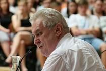 Miloš Zeman na besedě se studenty.