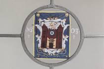 Původní vitráž se znakem Liberce z roku 1602.