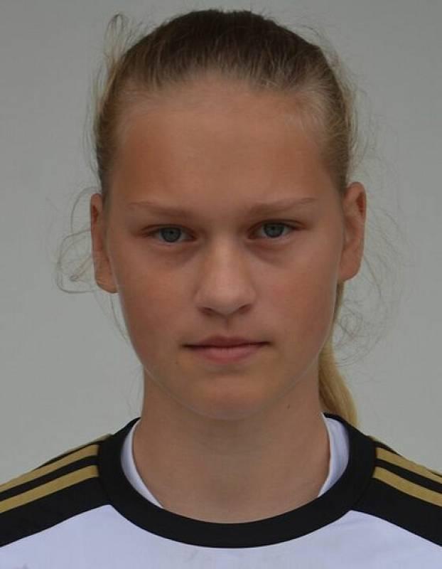 Střední spojka Veronika Vávrová (HBC Strakonice).