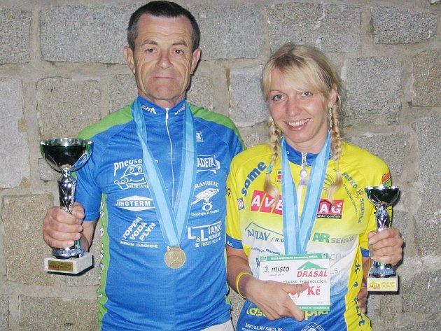 Jezdci obou jindřichohradeckých cyklistických stájí se během sezony potkávají především v republikových sériích Kolo pro život a Galaxy. Mezi nejúspěšnější bikery těchto oddílů patří Rudolf Hronza z Bike sport Joma a Lada Mácová z RBB invest.