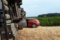 K tragické nehodě došlo v úterý 29. května mezi Štěpánovicemi a Třeboní. Po střetu s nákladním vozidlem zemřela řidička osobního vozu.