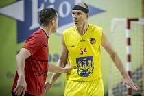 Kvalitním výkonem a 18 body se ve Zlíně prezentoval nejzkušenější jindřichohradecký basketbalista Stanislav Zuzák. Zda se v play off popere o postup do nejvyšší soutěže, nebo to byl jeho poslední zápas v sezoně, není momentálně jasné.