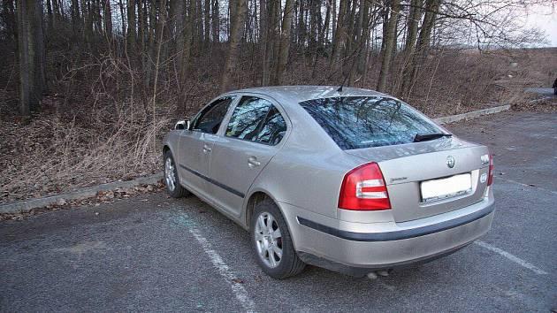 Vykradači aut udělají většinou i škodu na vozidlech. Ilustrační foto.