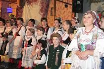 Krojová družina z Jarošova nad Nežárkou vystoupila s programem Od Kateřiny k Vánocům.