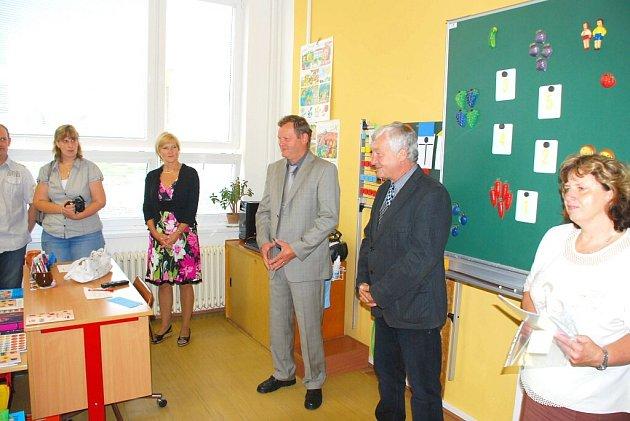 Ve Studené v roce 2013 vyrazili školáci do nově zrekonstruované a zateplené školy. Prvňáčky, kteří naplnili dvě třídy, přivítal starosta obce Vítězslav Němec.