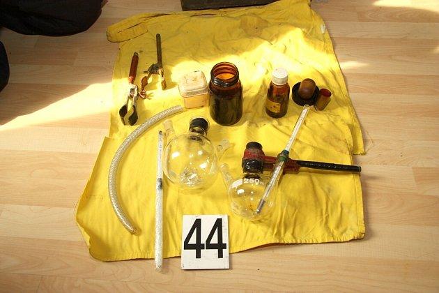 Domovní prohlídka v Lomnici nad Lužnicí odhalila varnu pervitinu a pěstírnu konopí.