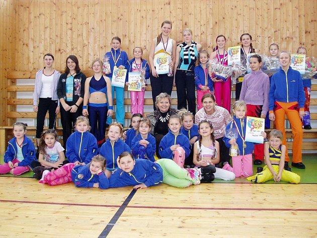 Aerobik Team Lena na závodech v Žirovnici.