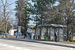 Cestující jsou zodpovědní a do autobusů nastupují zahaleni v roušce, šále nebo šátku.