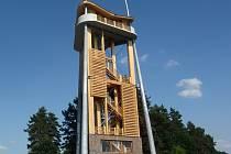 Rozhledna v Děbolíně leží 6 km od Jindřichova Hradce. Je volně přístupná každý den od 8 do 20 hodin v období od dubna do října. Vede na ní 102 železných nebo 128 dřevěných schodů.