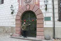 Vánoční výzdobu uvidí návštěvníci třeboňského zámku letos jen zvenku. Interiéry komnat nazdobí zaměstnanci příští rok v prosinci.