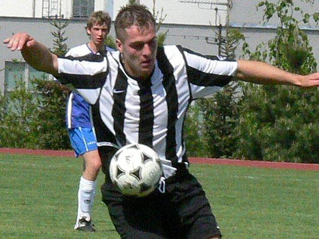 OSTROSTŘELEC. Útočník Centropenu Dačice Jaroslav Cech má za sebou parádní podzim. Konto soupeřů ve fotbalové I. A zatížil ve třinácti zápasech celkem šestnáctkrát!