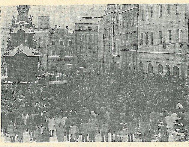 Také na jindřichohradeckém náměstí Míru to na konci listopadu 1989 vřelo.