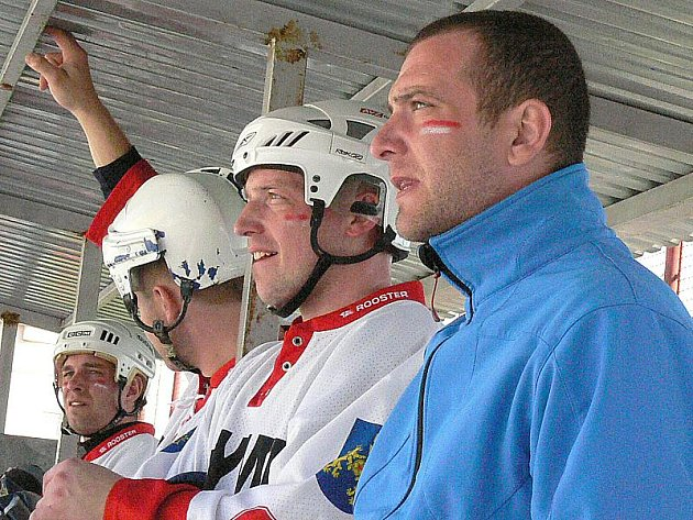 Hokejbalisté Olympu zahájili play off dvěma výhrami. Na jejich střídačce tak mohl zavládnout klid.