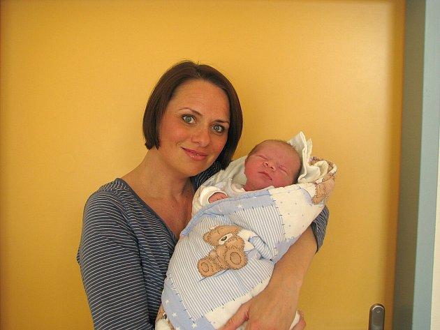 Samuel Jasanský se narodil 4. května 2014 ve 23 hodin a 52 minut Marice a Petrovi Jasanským z Třeboně. Vážil 4190 gramů a měřil 51 centimetrů.