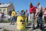 V Deštné se lidé sešli při protestu proti vybudování úložiště jaderného odpadu.
