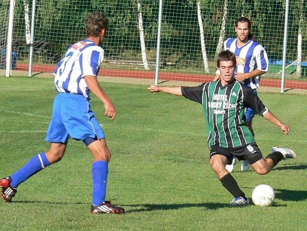 Jindřichohradecký záložník Marek Šenkýř v utkání s Lišovem ve 22. minutě takto napřáhl a překrásným gólem odstartoval cestu svého celku za druhým vítězstvím v I. A třídě.