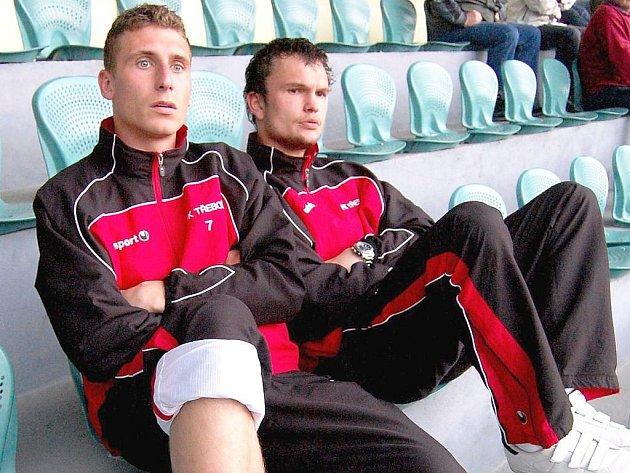 Útočník fotbalové Jiskry Třeboň Ondřej Hačka (vlevo).
