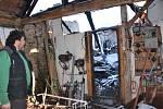 Smutný silvestrovský pohled na vyhořelé stavení rodiny Vocílkových z Horní Radouně.