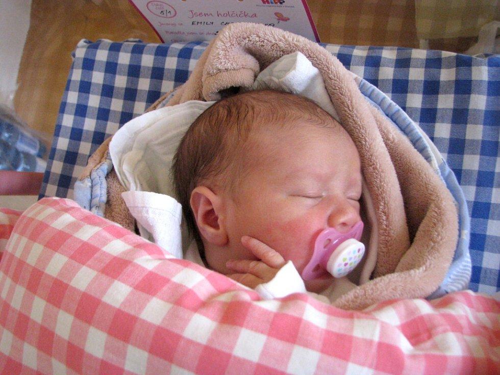 Emily Chaloupková  se narodila 28. března  v 1 7 hodin a 42 minut Kláře a Lukášovi Chaloupkovým z Rodvínova. Vážila  3050 gramů a měřila 49 centimetrů.