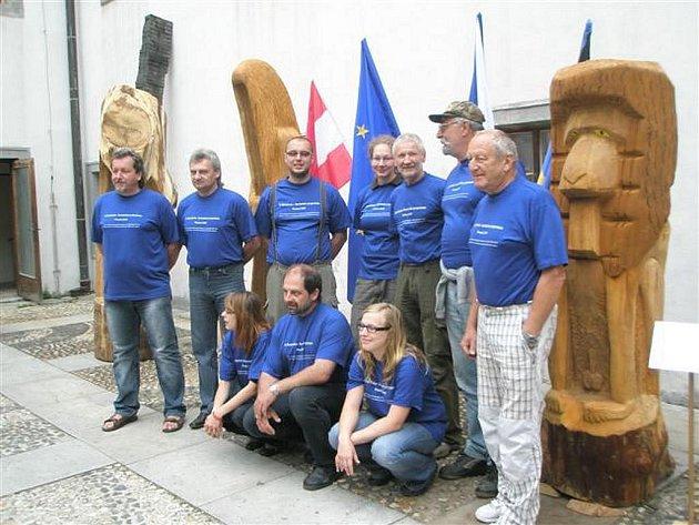 Vernisáž řezbářsko-sochařského sympozia v Písečném nad Dyjí.
