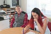 K sobotní desáté hodině ranní odvolilo v Lodhéřově necelých patnáct procent voličů.